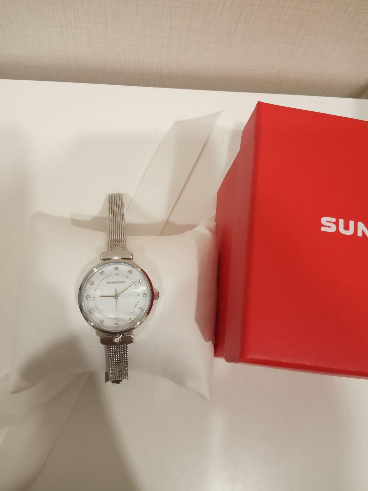Очень красивые часы,на руке смотрятся аккуратно.