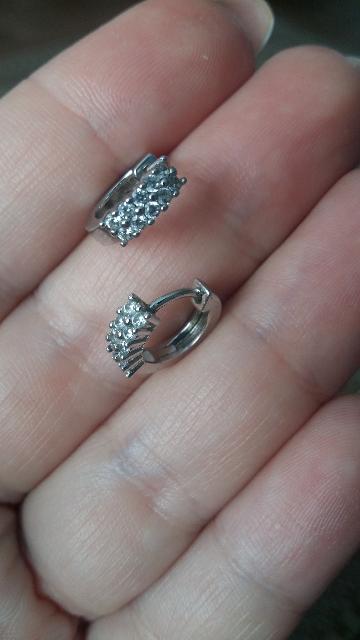 Красивые серебряные серьги с камушками.Нежные и очень классные. Рекомендую.