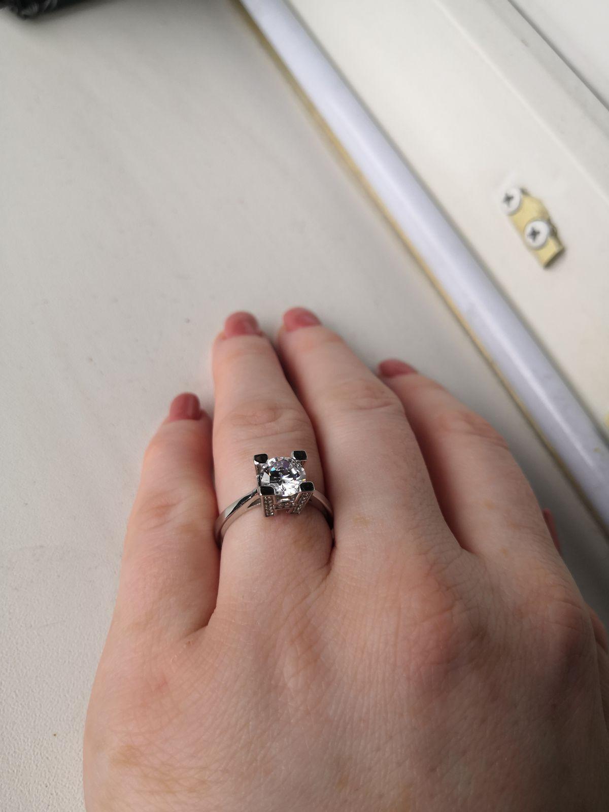 Оригинальное кольцо с фианитами!