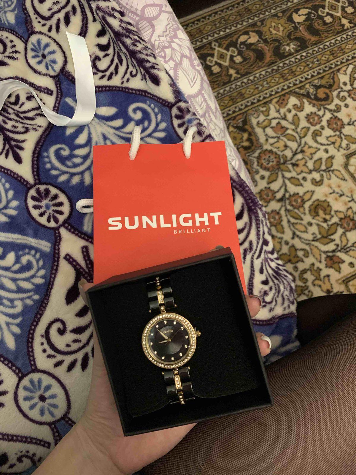 Получила эти часы в подарок, очень красивые, работают без минусов