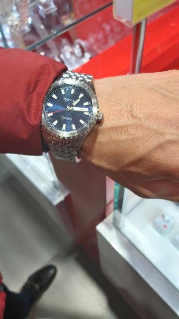 Часы фирмы Qkami .
