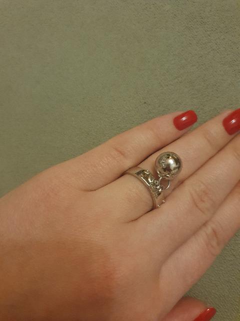 Серебряное кольцо-оно очень стильное