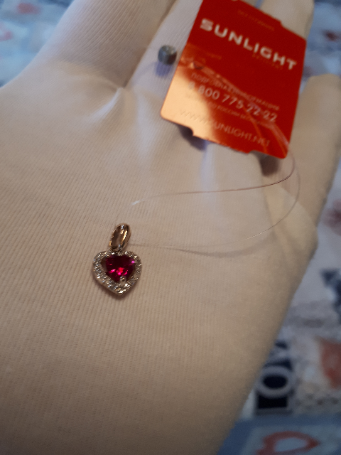 Золотая подвеска с рубином и бриллиатиками