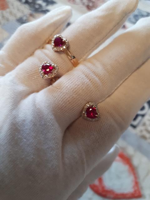 Золотые серьги с рубинами и с бриллиантиками.