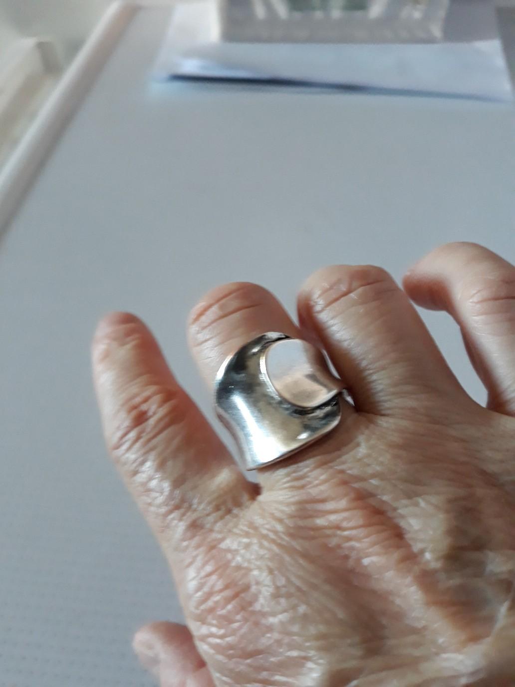 Кольцо из бижутерии