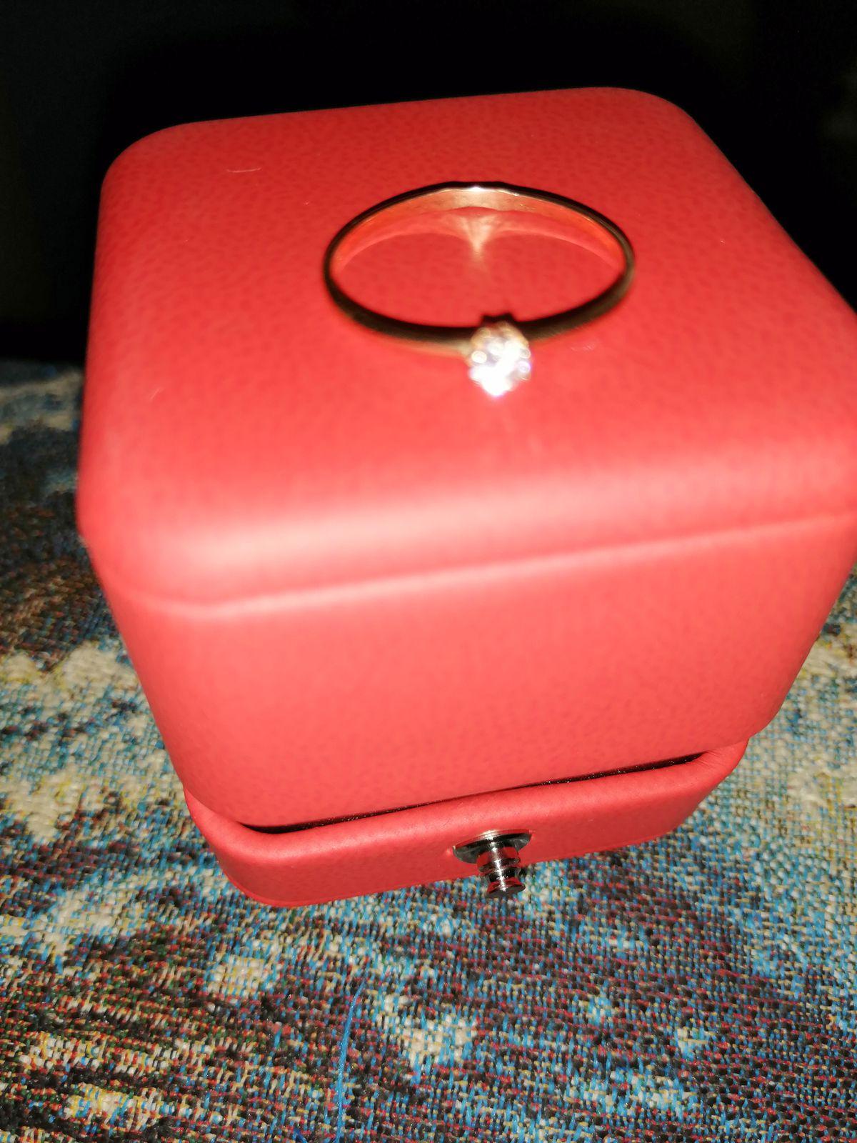 Кольцо с фианитом размер 17.5