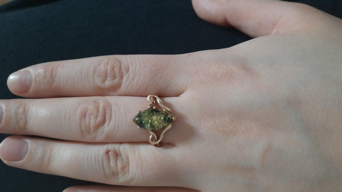 Вычурная ковка, кольцо просто порожает своим великолепием.