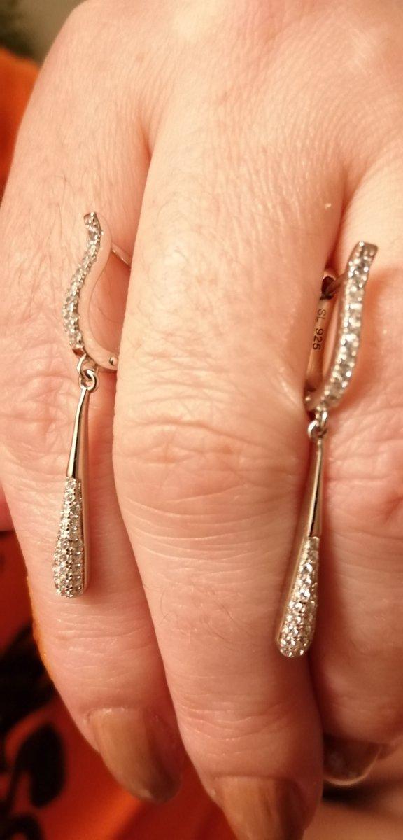Серебряные серьги с финитами. Лёгкие и изящные для повседневной носки.