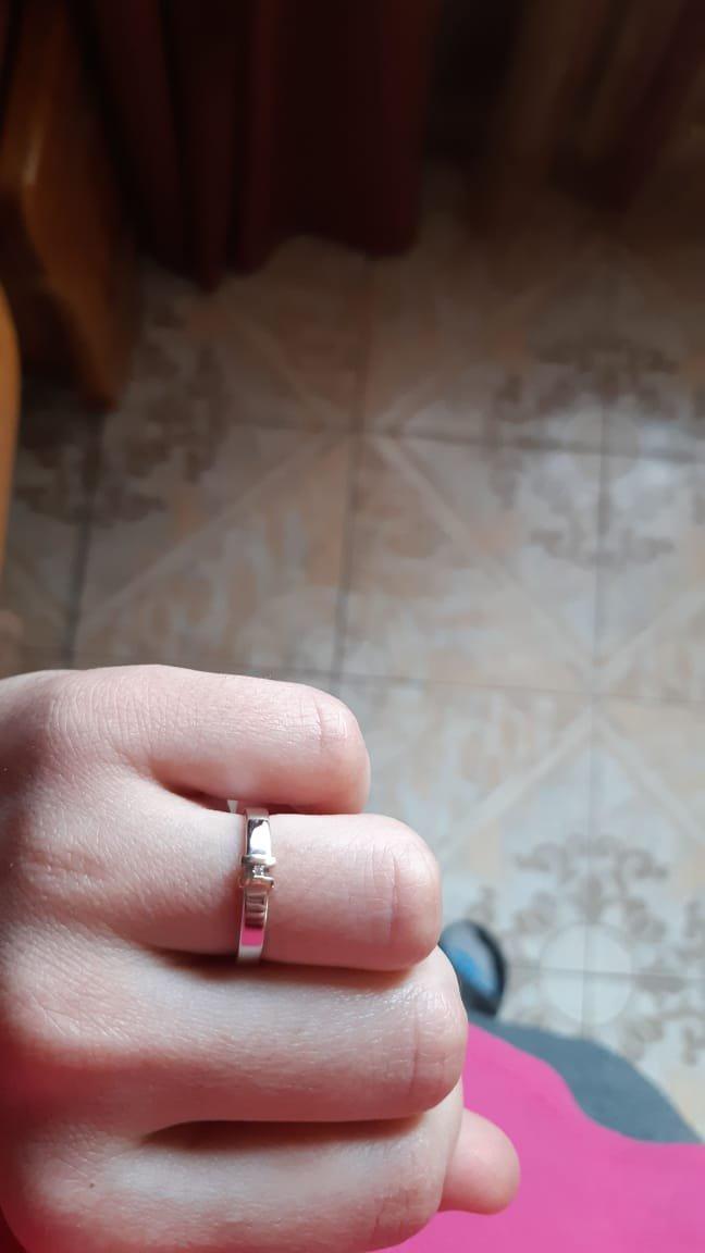 Колечко серебряное с маленьким брильянтиком и золотым ободком очень изящное