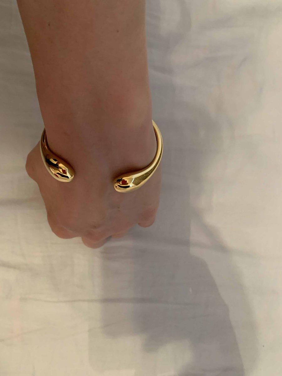 Очень красивый браслет, купила  весь комплект , очень давольна