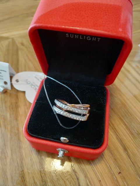 Серебряное кольцо с фианитами соколов