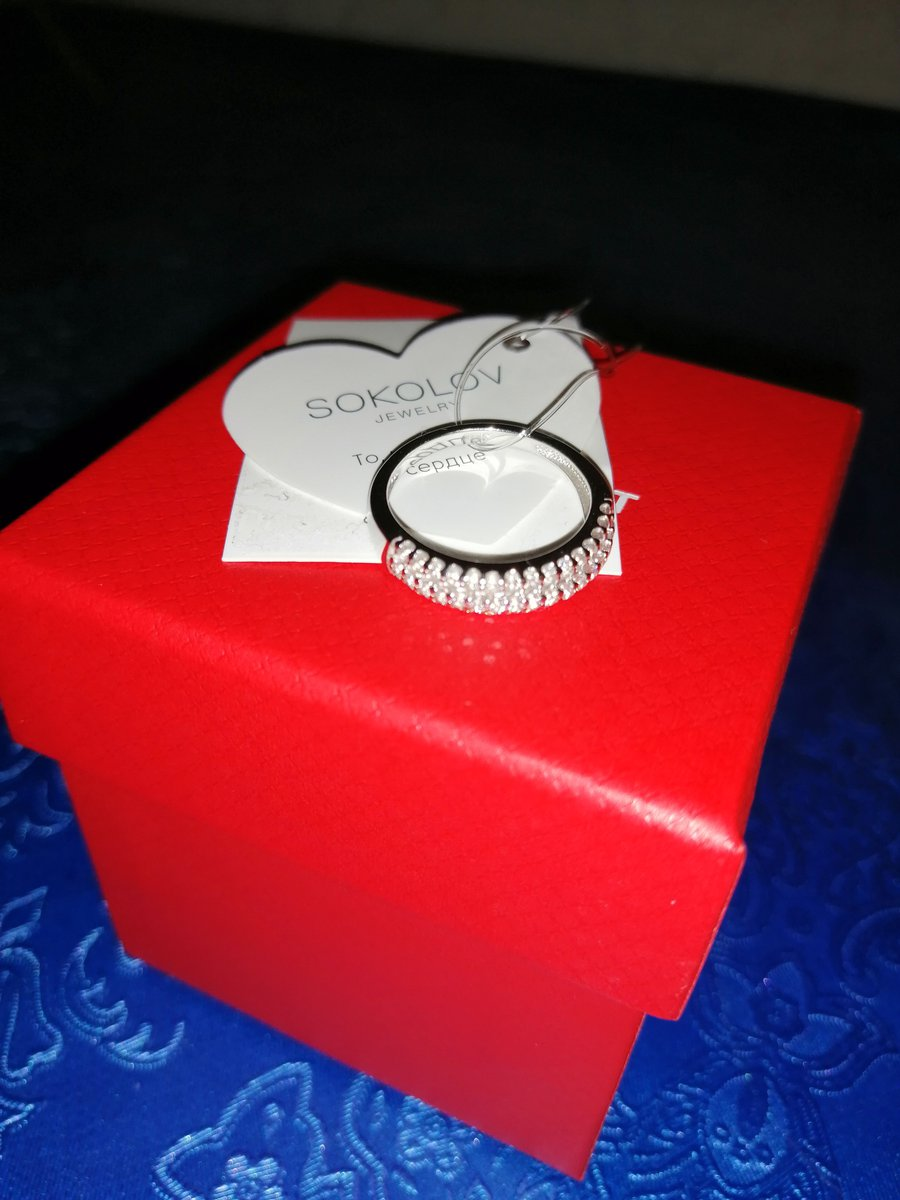 Серебряное кольцо с фианитами и серьги)))