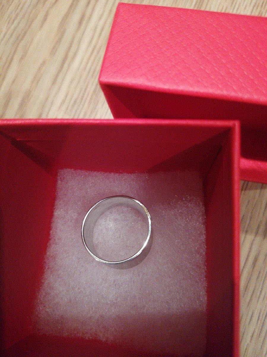 Заказала кольцо на большой палец... Смотрится шикарно! Немного маломерит...