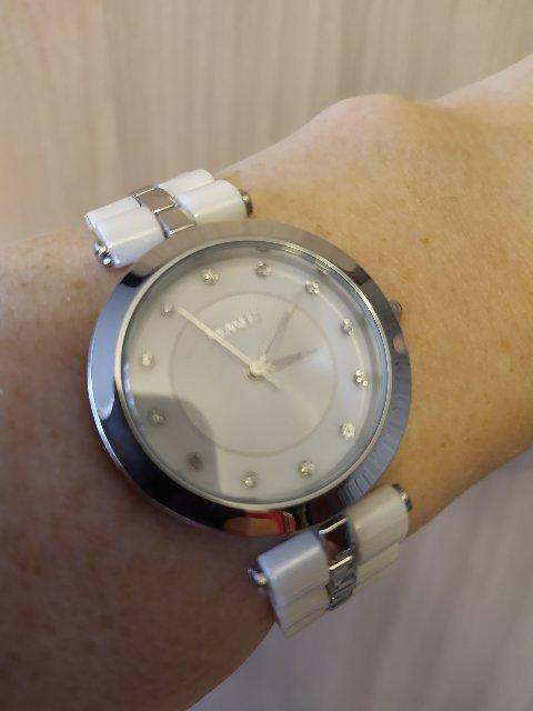 Часы керамические белые.