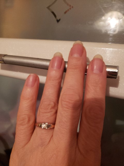 Очень красивое кольцо, вживую украшение смотрится лучше, чем в каталоге.