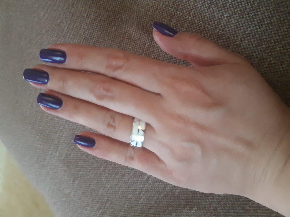 Кольцо с белой эмалью.