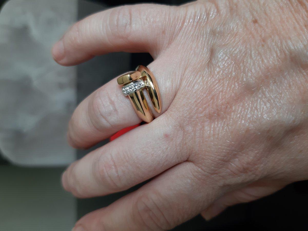 Кольцо шикарное!!!Смотрится на пальце добротно!!!