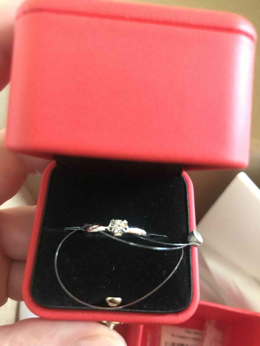 Колечко с бриллиантом , подарок на день рождения .