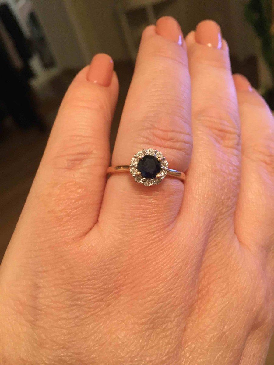 Отличное кольцо сапфиром и бриллиантами! очень довольна покупкой!