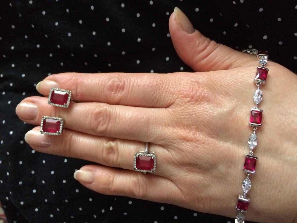 Изящный браслет с рубинами