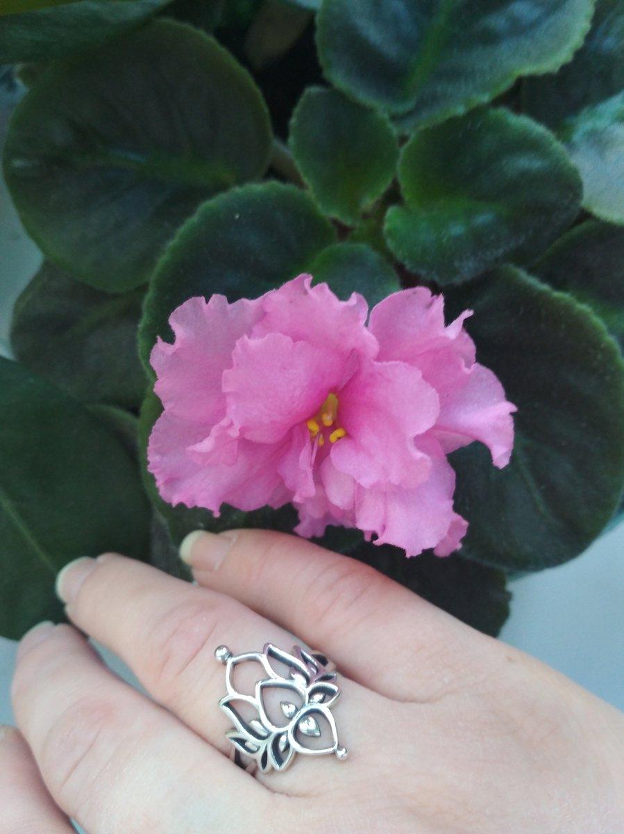 Водяная лилия на пальчике :)