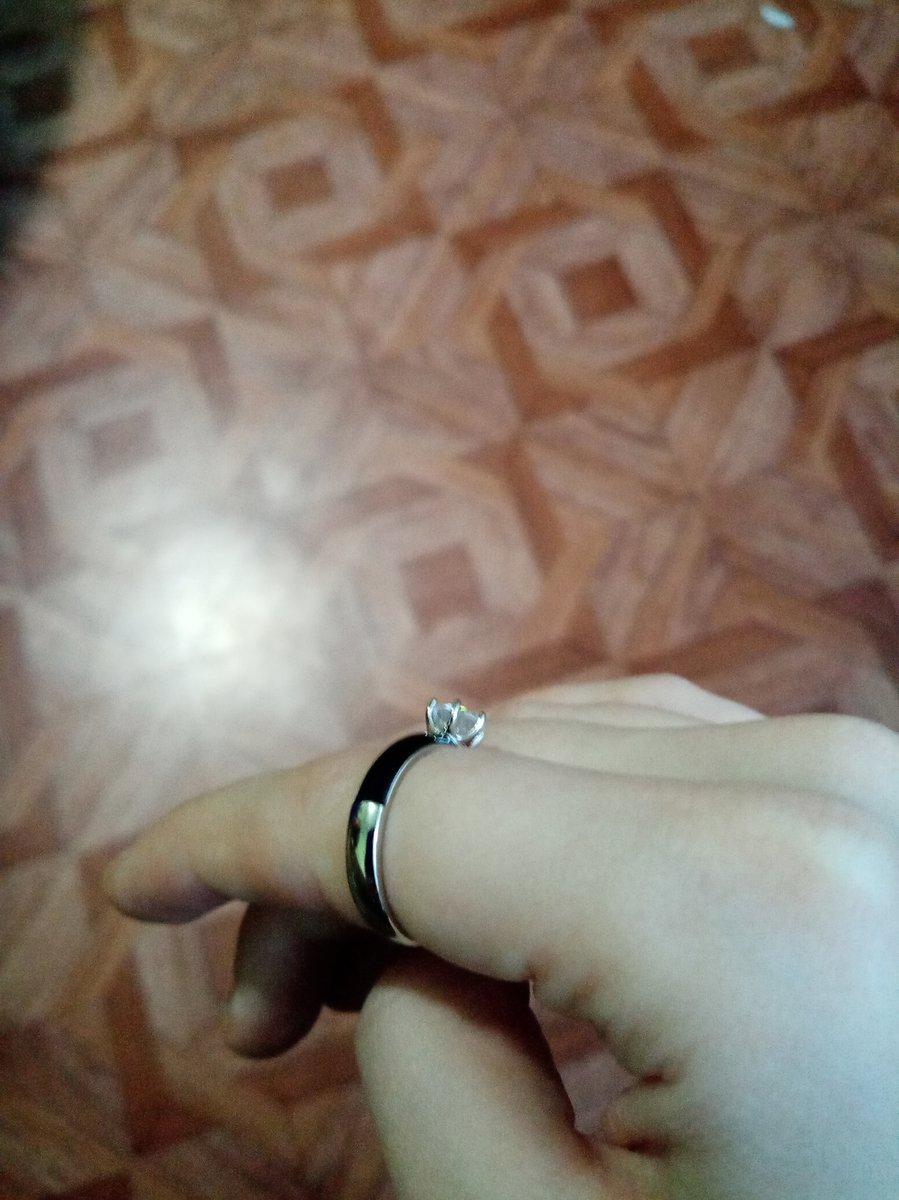 Серебряное кольцо с фианитом и эмалью