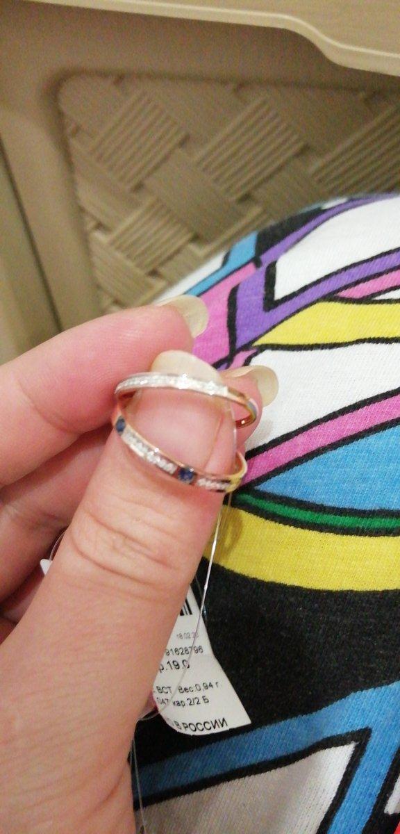 Купила себе это колечко очень понравился дизайн, нежное а камни огонь!!!!