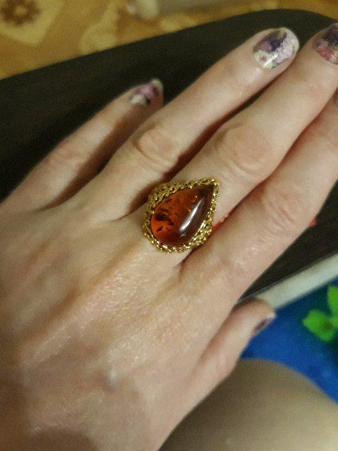 Перстень с янтарём в позолоте