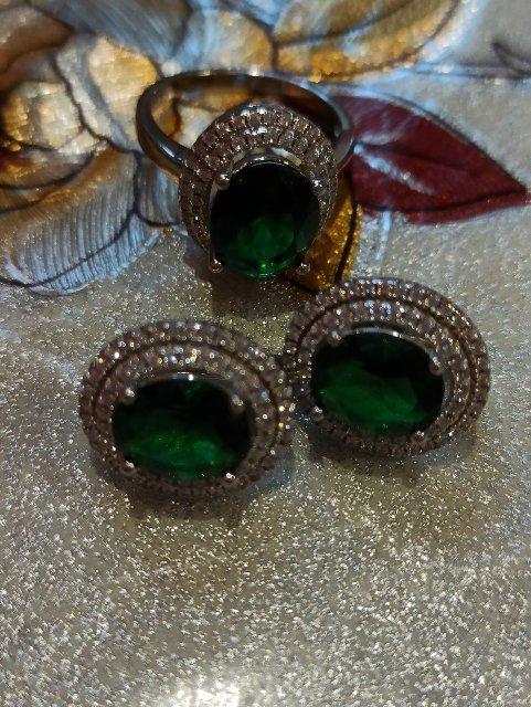 Очень красивое кольцо. Смотрится богато!!!