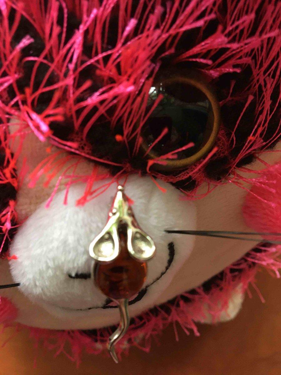 Мышка - брошь , с янтарем  желто-коричневого цвета , серебряная как настоящ