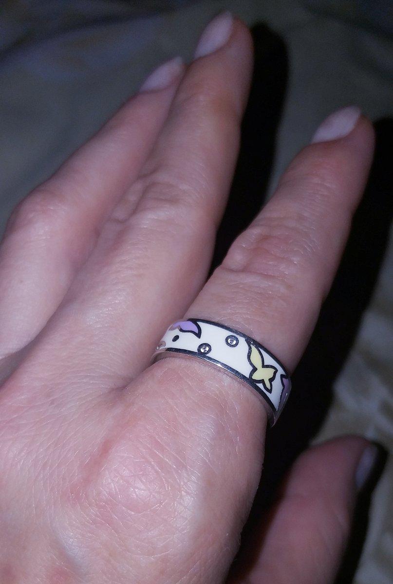 Стильное кольцо с цветной эмалью и фианитами