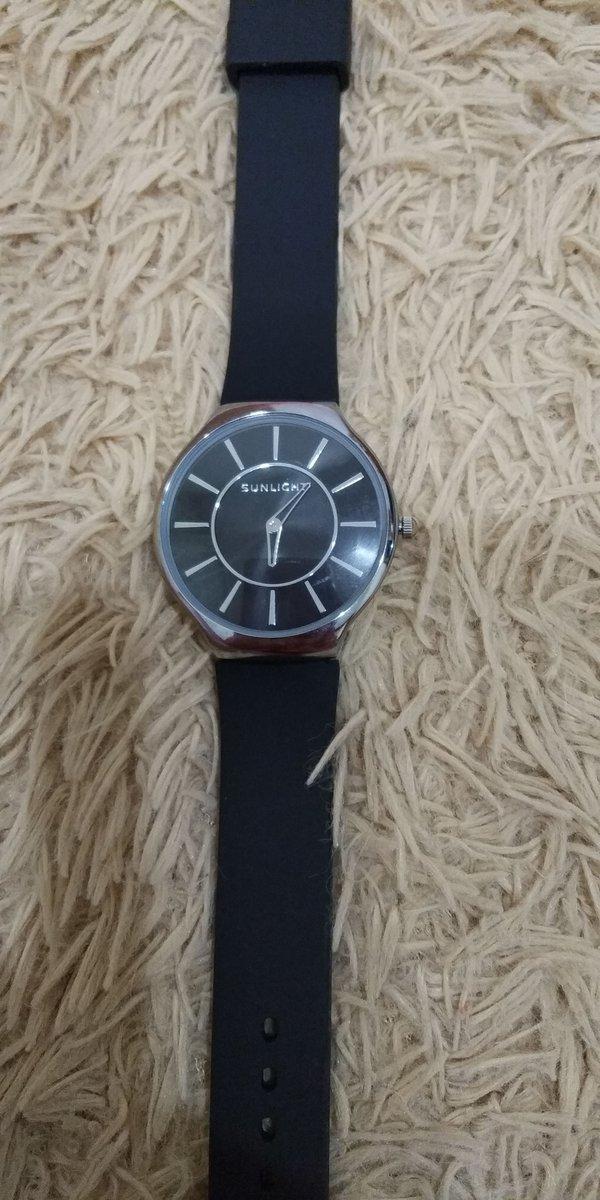 Покупались на подарок, но вспомнила, что часы дарить нельзя- оставила себе.