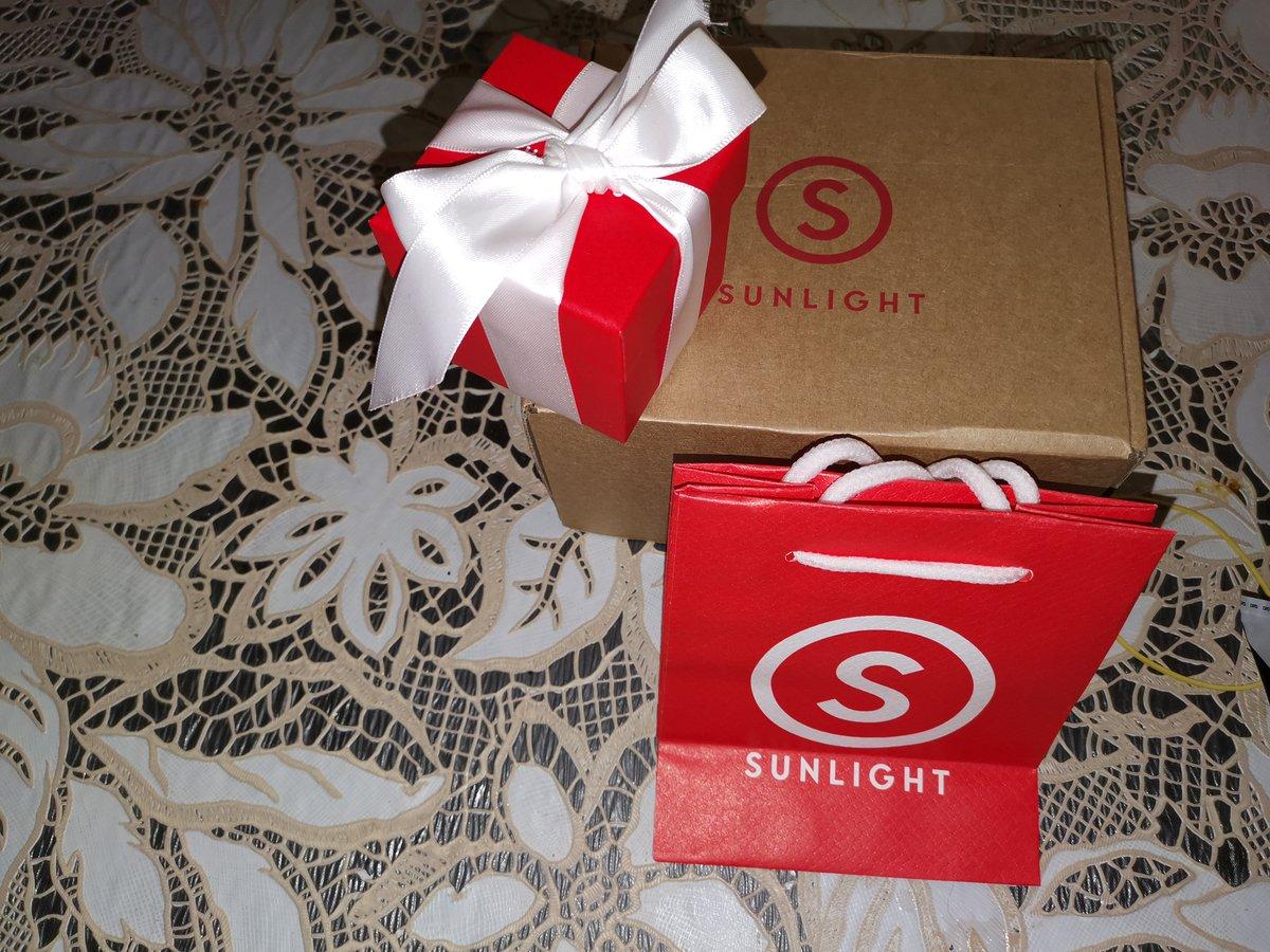 Булавочка и от сглаза и подкова на счастье, купила в подарок дочери :)