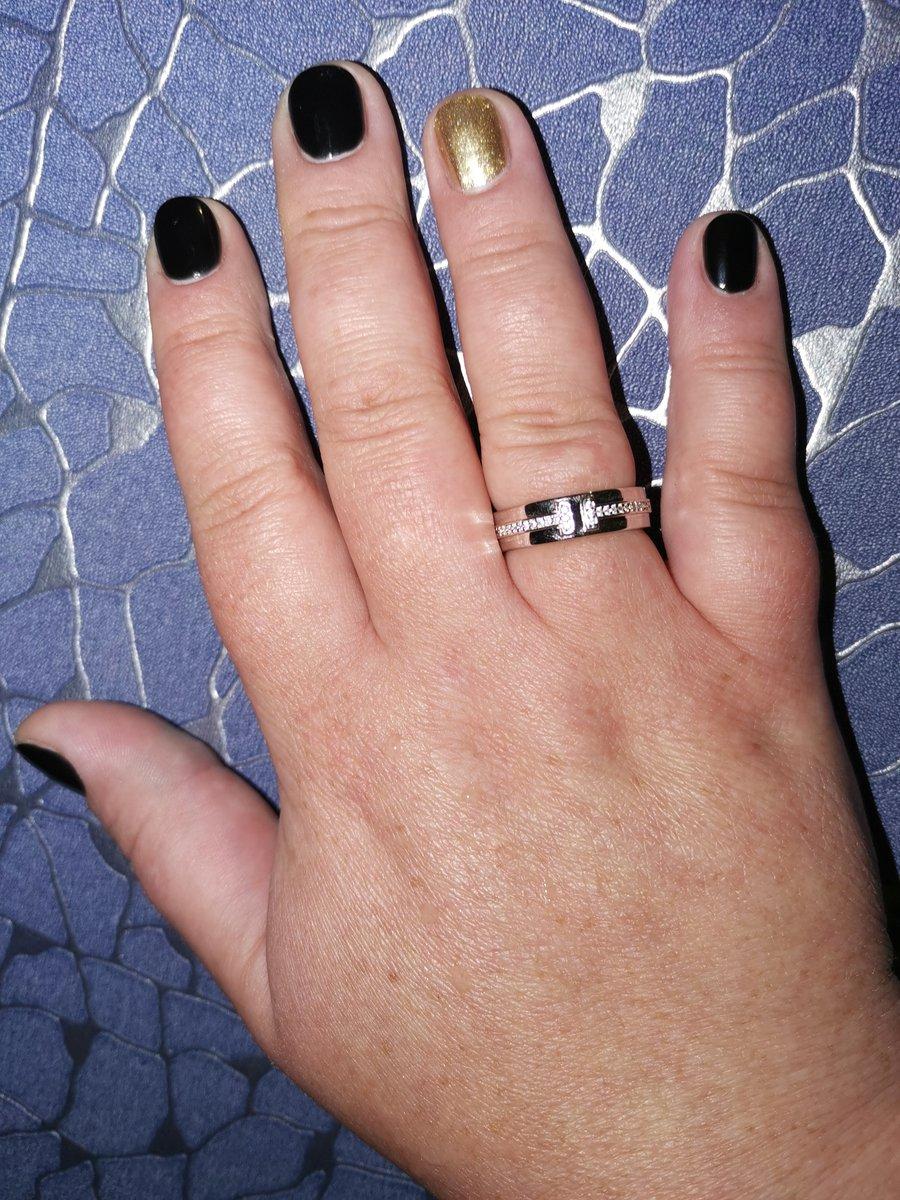 Серебрянное кольцо с фианитами.