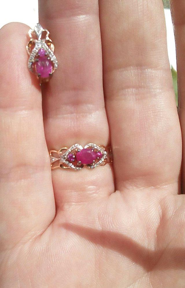 Сережки с рубинами и бриллиантами