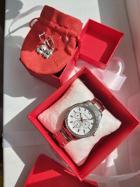 Часы и сережки