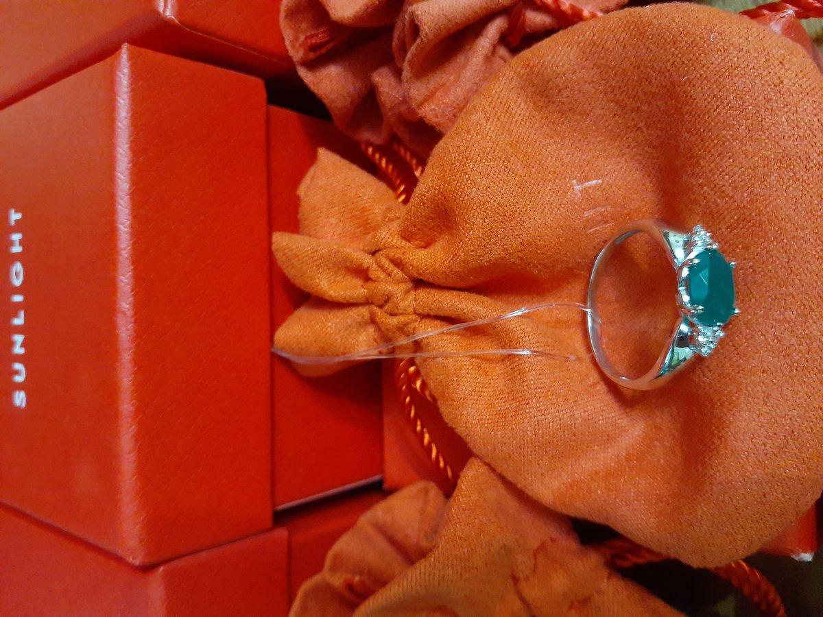 Купила кольцо в подарок сестре  ранее были куплены серьги