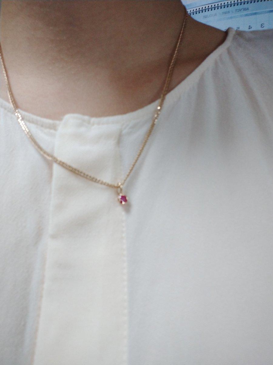 Кулон, небольшого размера, рубин очень красиво смотрится, аккуратно