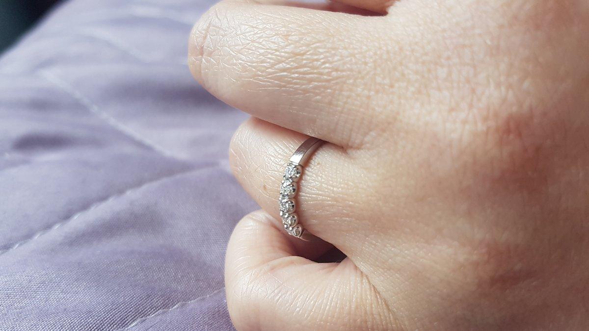 Очень красивое колечко из белого золота с бриллиантами