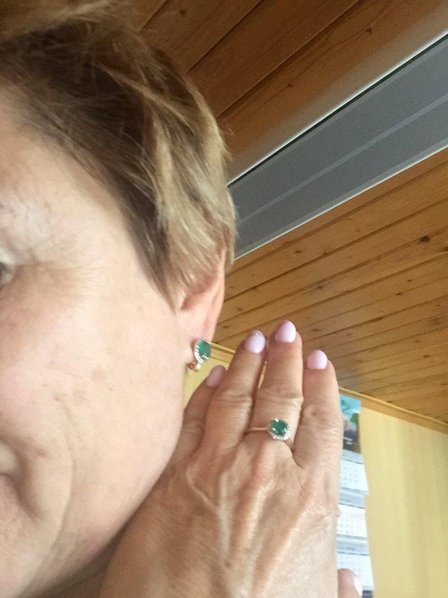 Серьги с натуральными зелеными агатами