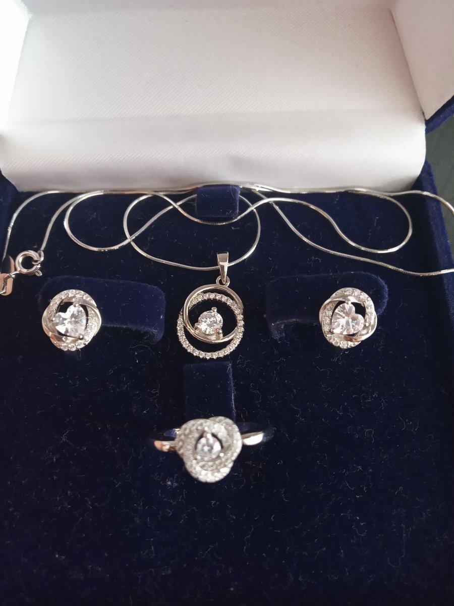 Серебряное кольцо с белым фианитом