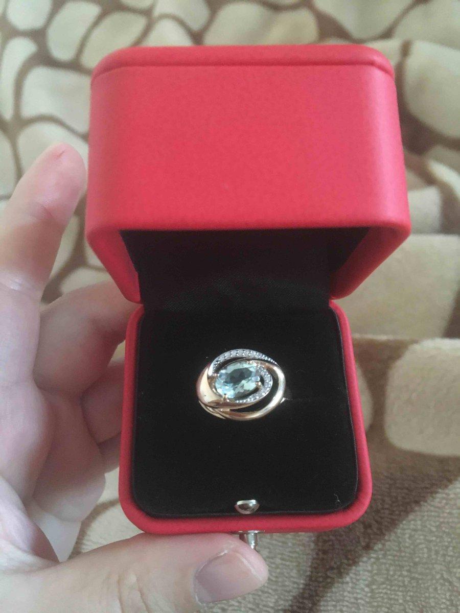 Золотое кольцо с зеленым аметистом и фианитами
