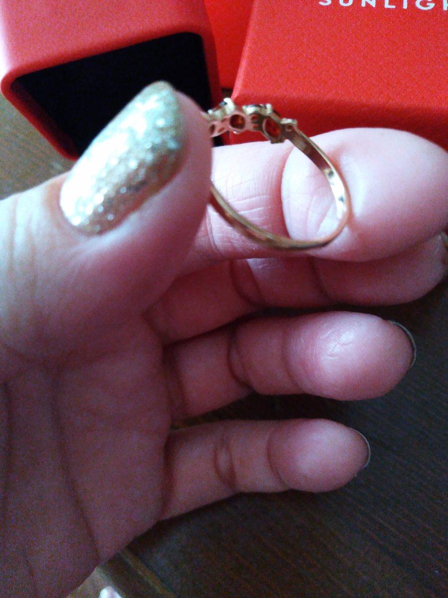 Замечательное кольцо с гранатом