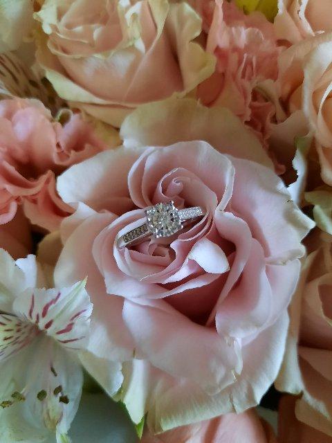 Ослепительное кольцо с бриллиантами