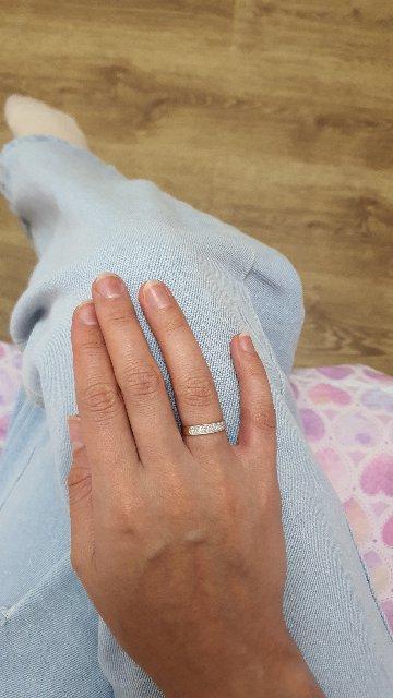 Золотое кольцо с бриллиантами на годовщину свадьбы.