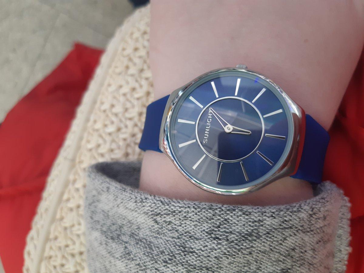 Часы синие.