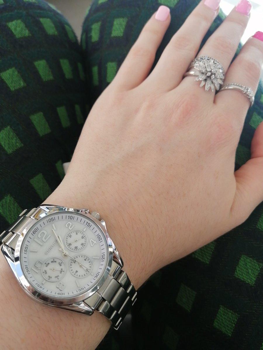 Красивые и стильные часы!