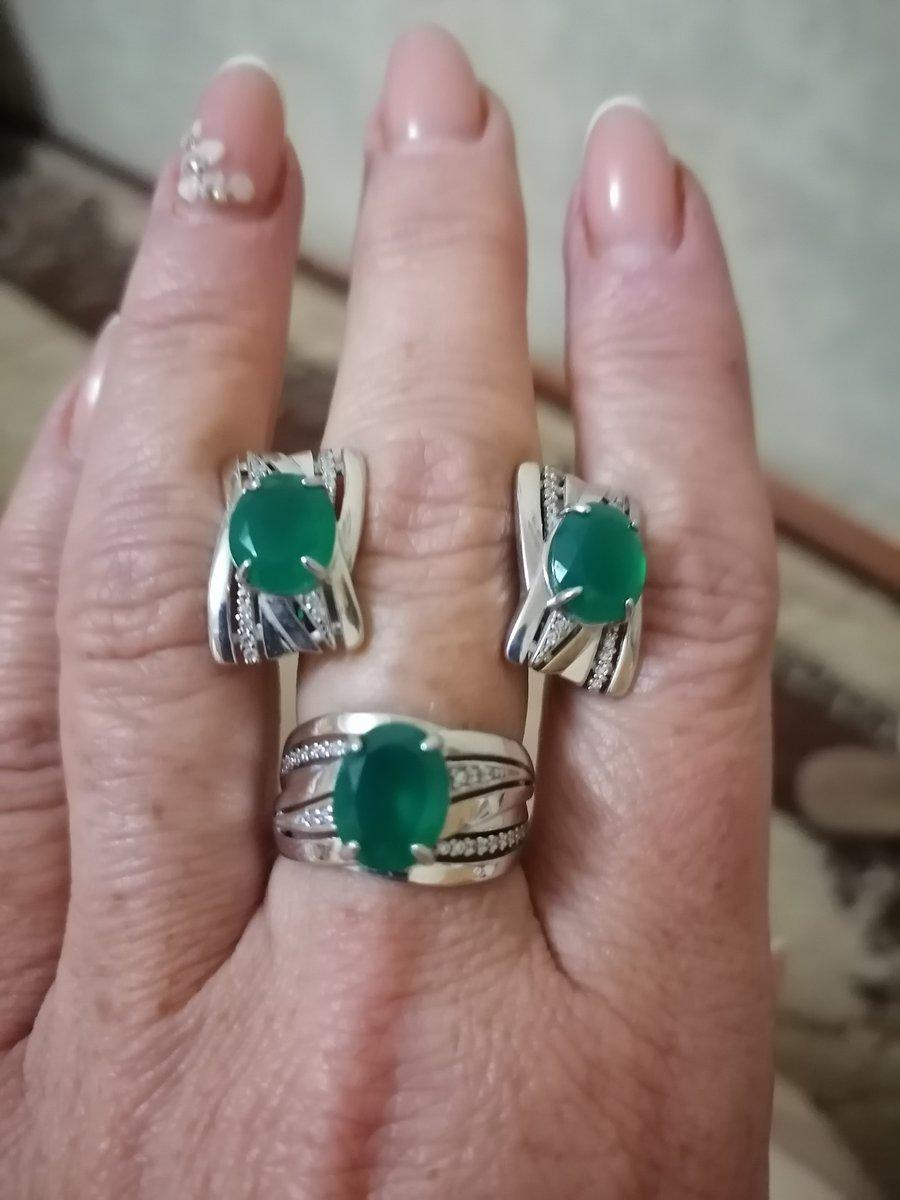 Серебряное кольцо с фианитами и агатом.