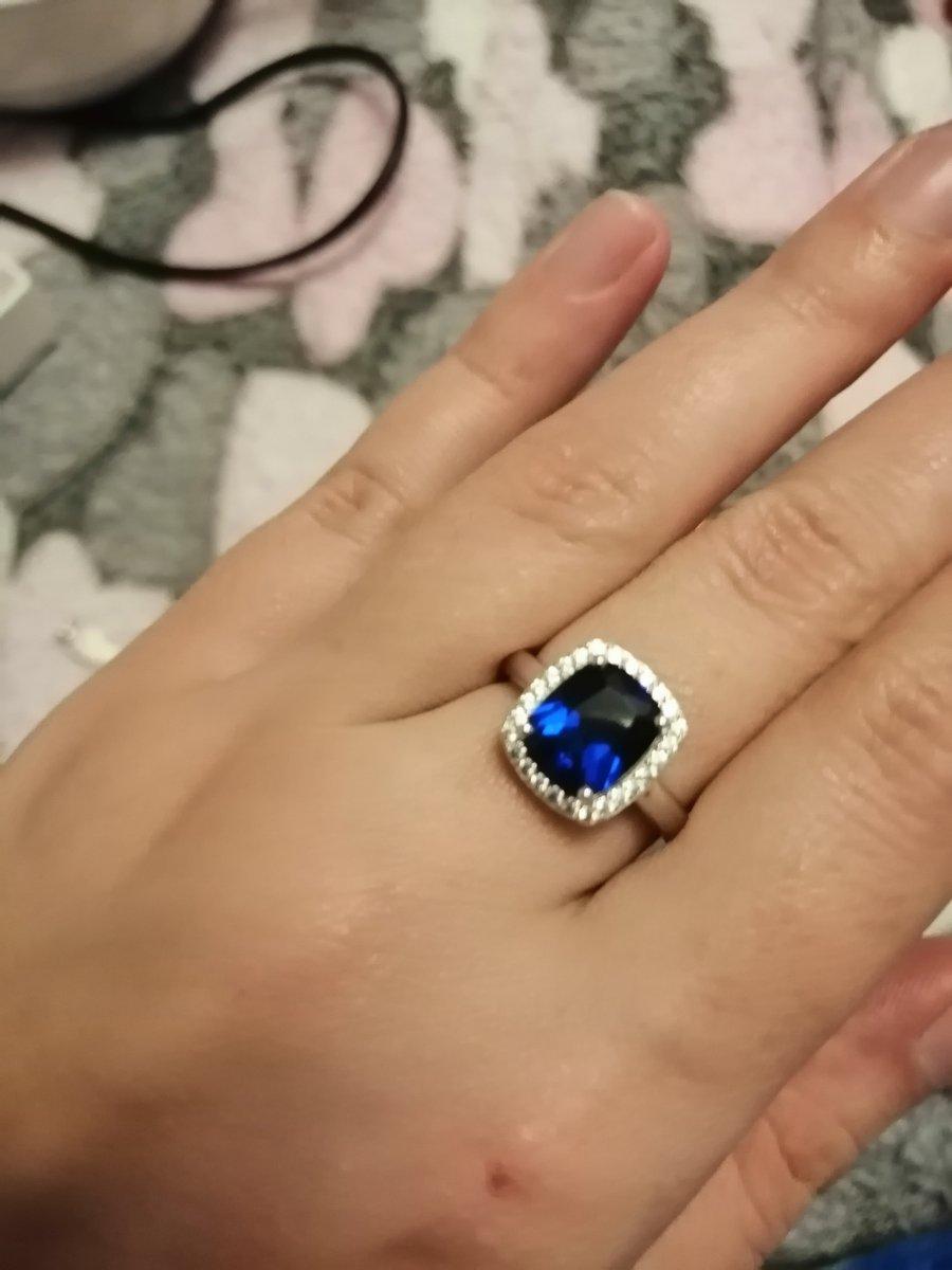 Камень шпинель синяя синтетическая.