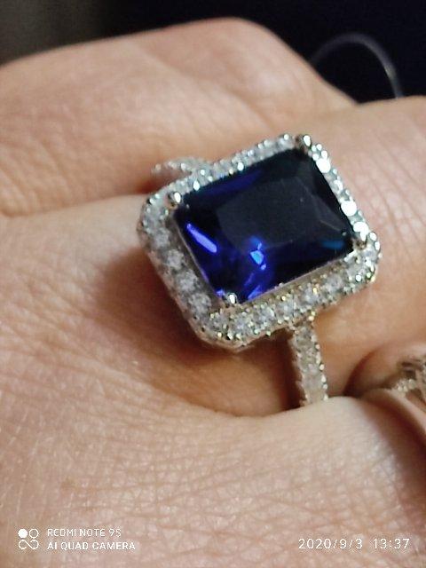 Кольцо серебряное с синим фионитом.